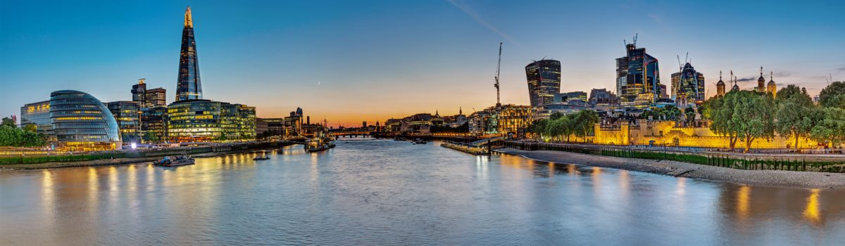 panorama-of-the-river-thames-in-london-R4ZDLQX